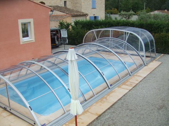 Abritello - abris de piscine spéciaux
